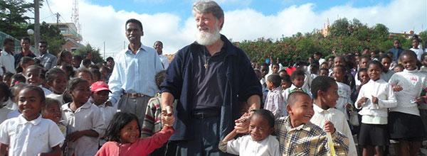 La Misión del Padre Pedro Opeka entre los más Pobres de Madagascar