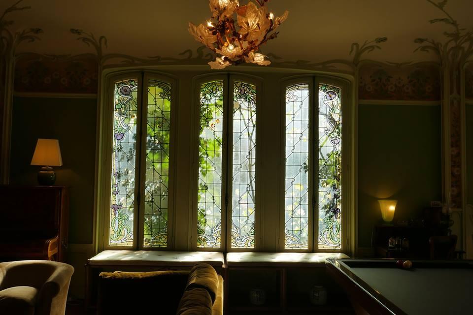 fenêtre et lustre art nouveau louis vuitton