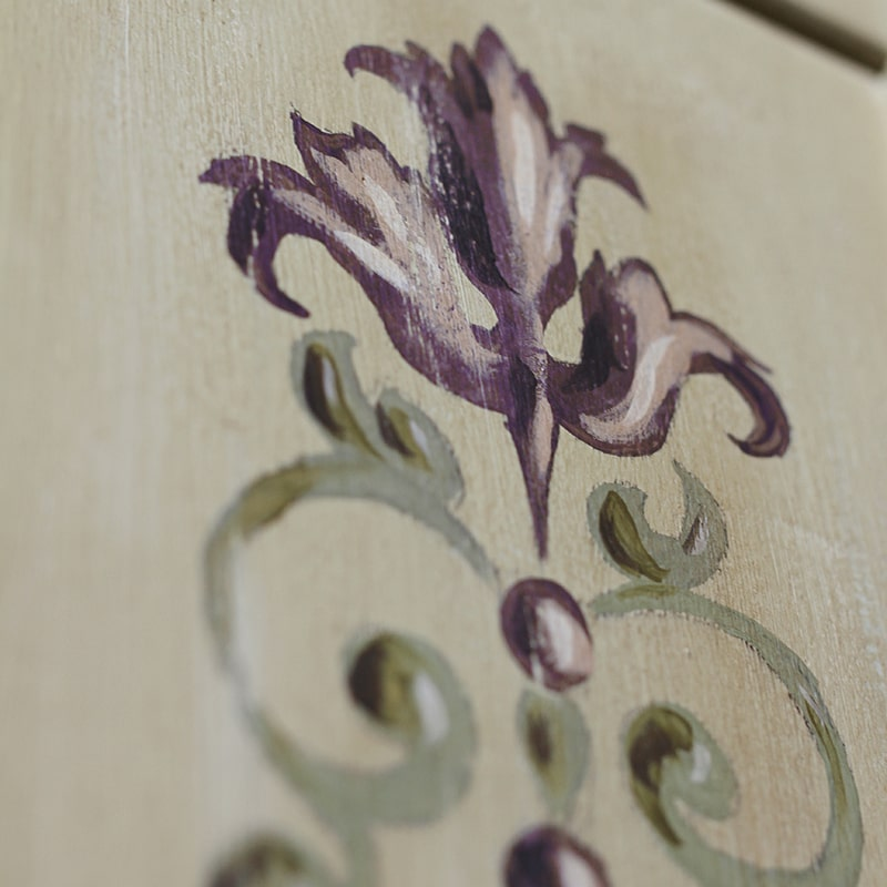 Fleur d'acanthe peint avec la chalkpaint d'Annie Sloan par La Fée Caséine