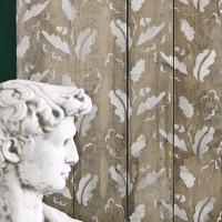 meuble relooké avec le pochoir feuilles de chêne d'Annie Sloan