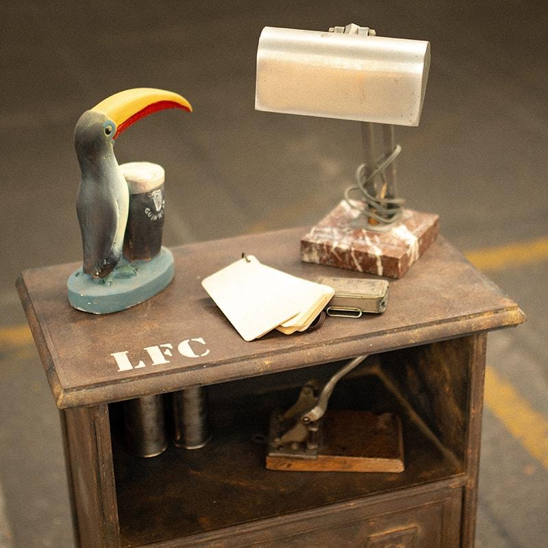relooking d'une table d'appoint avec la technique de la fausse rouille. Pièce unique de La Fée Caséine peinte avec la Chalk Paint Annie Sloan