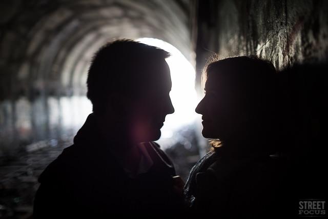 Seance couple petite ceinture rails Paris - Photographe Streetfocus - La Fiancee du Panda Blog mariage