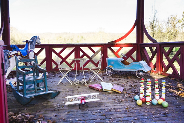 location mobilier deco vintage French Antique Wedding jouets enfants vintage rental  - La Fiancee du Panda Blog Mariage