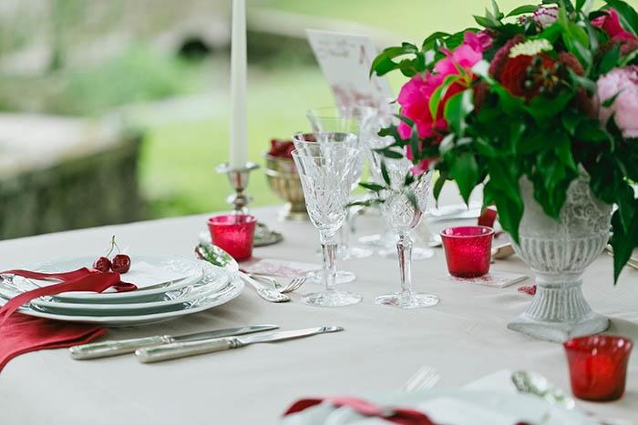 Shooting inspiration deco mariage rouge et blanc classique chic - Harmonia Events - Photo Maria Heinish photography -  - La Fiancee du Panda Blog mariage-24