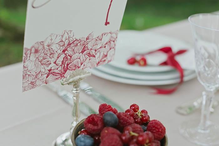 Shooting inspiration deco mariage rouge et blanc classique chic - Harmonia Events - Photo Maria Heinish photography -  - La Fiancee du Panda Blog mariage-29