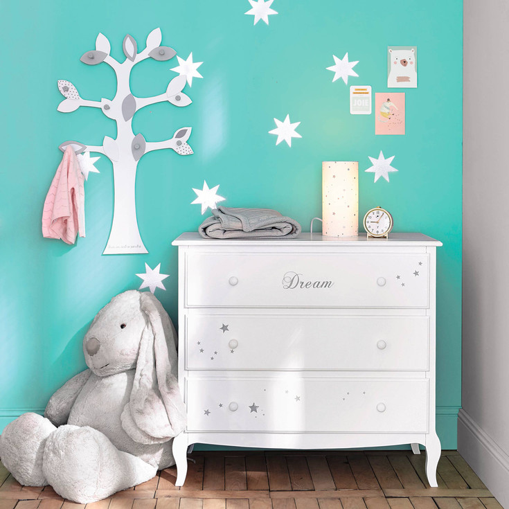 maisons du monde se lance dans la collection junior la fille a panier. Black Bedroom Furniture Sets. Home Design Ideas
