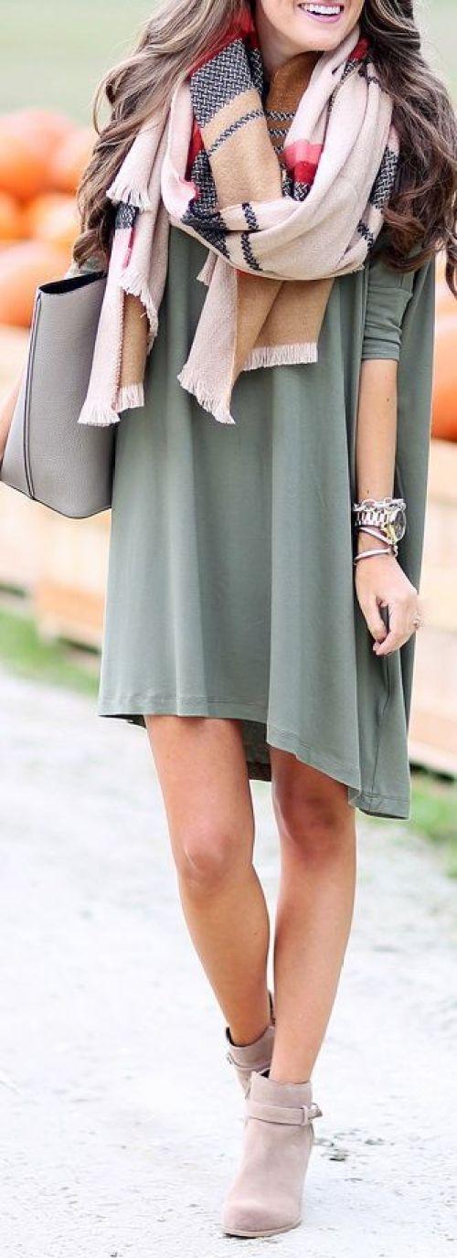 porter des chaussures féminines avec la couleur kaki