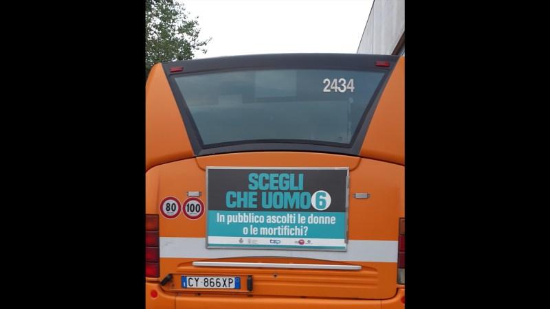 Messaggi sessisti sugli autobus di Parma.