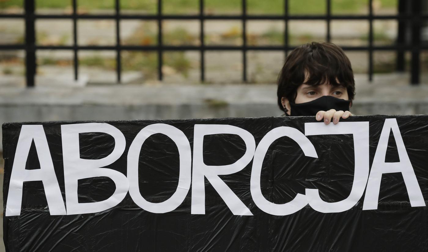 """Aborto: la stretta in Polonia e gli """"orgogliosi"""" numeri italiani"""