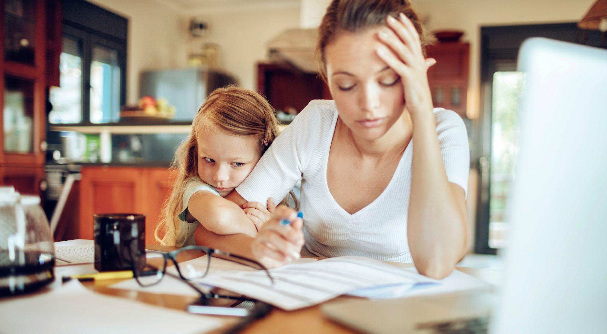Redditi e lavoro: madri, non madri e il convitato di pietra