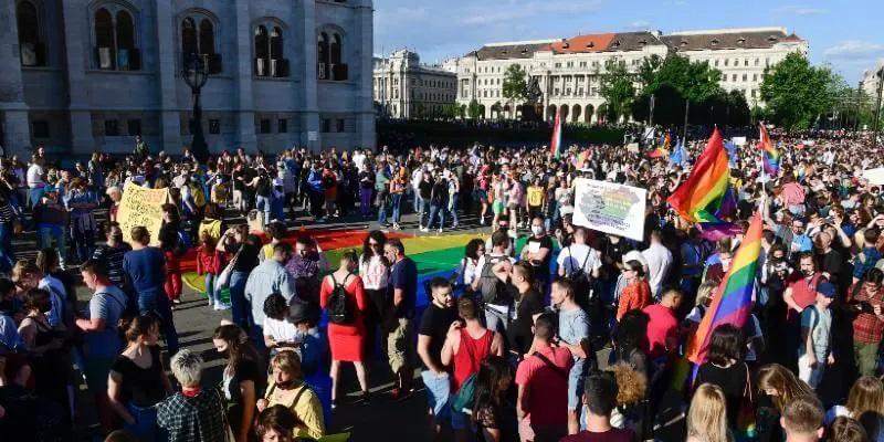 La legge anti-queer ungherese e il circo dell'orrore