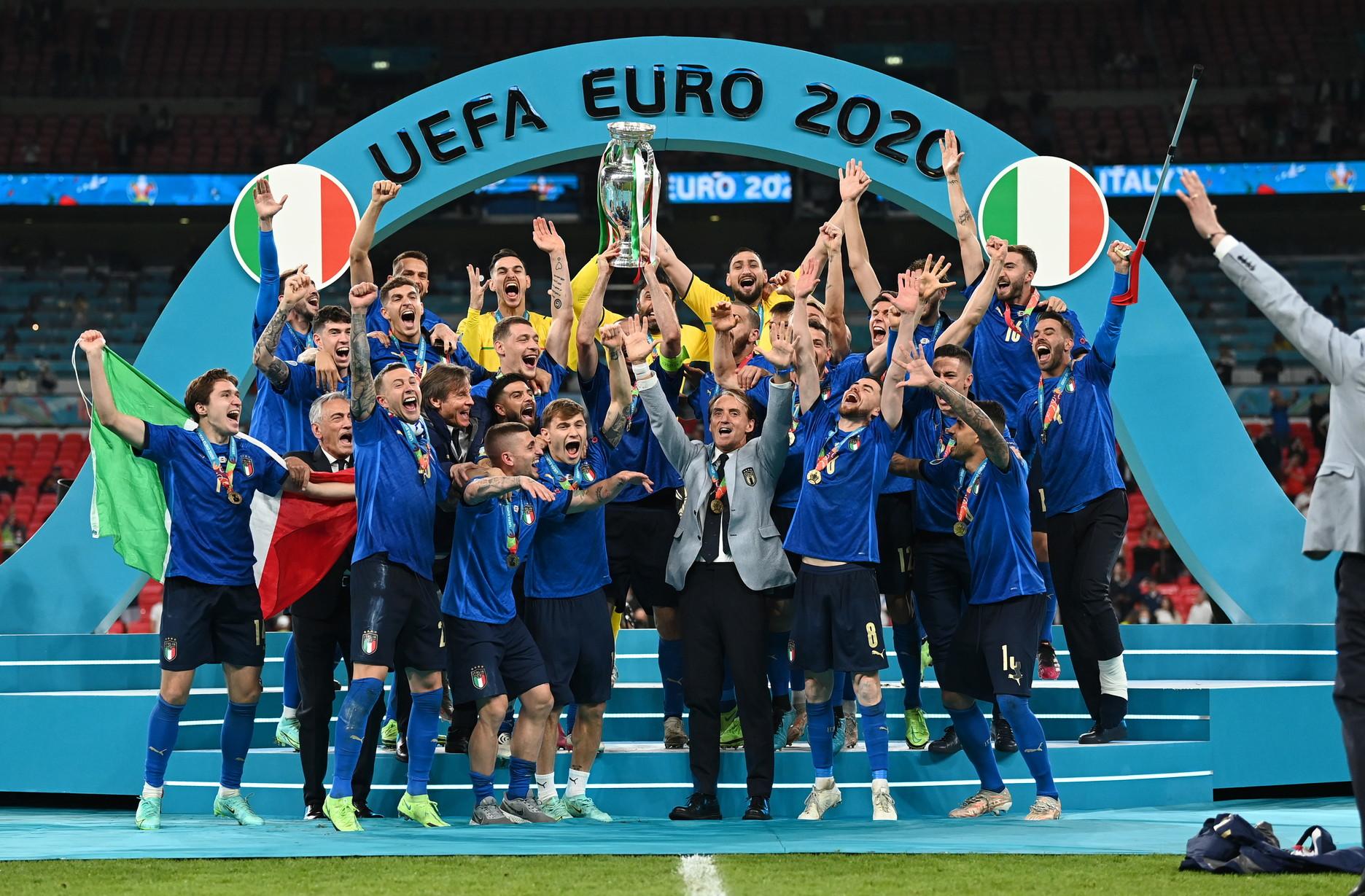 Campioni d'Europa ma... e il calcio femminile?