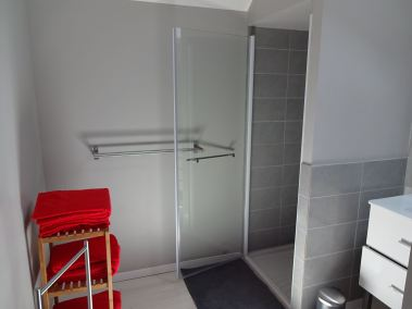 Salle de douche de l'étage