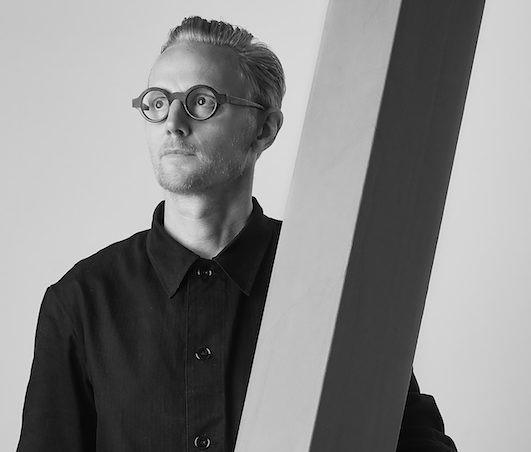Serge Bracké diseñador visionario de Theo.