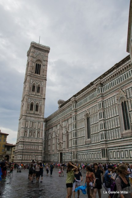 la foule attendant de visiter le Duomo !