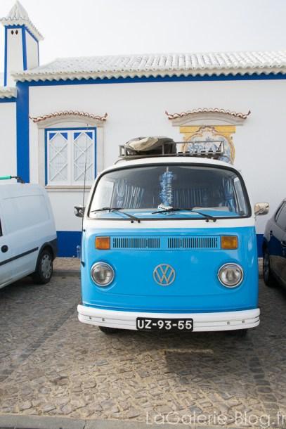 van vintage de surfeur au portugal