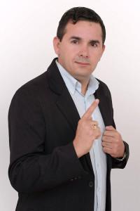 O programa será apresentado pelo radialista Léo Santos