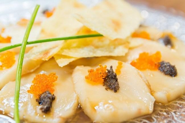 Usuzukuri de pez mantequilla y trufa negra de La Máquina