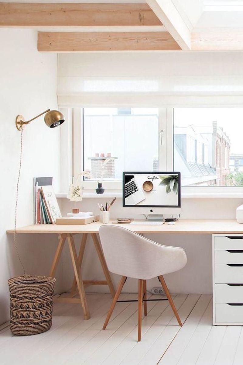 Una scrivania, una cassettiera, una lampada da tavolo e una libreria sono fra i complementi must. L Ufficio In Casa Idee E Soluzioni Cui Ispirarvi La Gatta Sul Tetto
