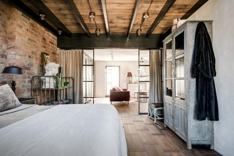 L'attrattiva grossolana di una camera da letto in stile loft. Puro Stile Industriale In Un Attico A Stoccolma La Gatta Sul Tetto