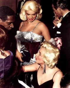 Marilyn Monroe and Jayne Mansfield at the 1955 premiere of 'The Rose Tattoo