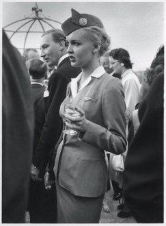 Betty Lou Rubble, Hôtesse de l'air de la Pan American Airlines