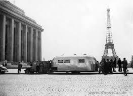 Tournée en Europe de la Caravane Airstream ici à Paris en 1956