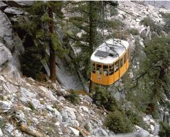 Le téléphérique de Palm Springs vous emmène à 2600 m d'altitude