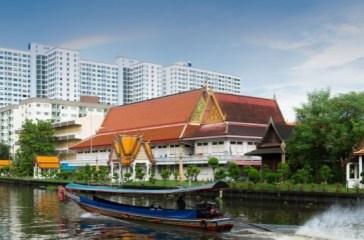 CANAL TAXI (THAILANDIA) – Se avete in programma un viaggio a Bangkok, per muovervi in città non prendete i soliti taxi. Lo spostamento è più divertente se optate per i Canal taxi, lunghe e rumorose barche che si muovono su e giù lungo la rete di canali urbani. Sono migliaia le persone che ogni giorno vi salgono a bordo, tra residenti e turisti. Un modo alternativo per scoprire la capitale thailandese, circondati dall'acqua.