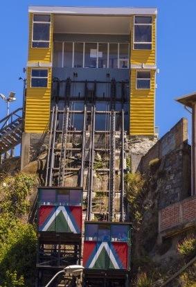 ASCENSORE ESTERNO (CILE) – Realizzato in legno, dall'inizio del '900 trasporta gli abitanti della città di Valparaiso su e giù dalle colline (ben 42). Oggi è molto gettonato tra i turisti.