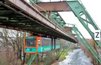 MONOROTAIA SOSPESA (GERMANIA) – Si trova a Wuppertal ed è stata costruita tra il 1898 e il 1901 da Eugen Langen. Per realizzare la cornice di sostegno e le stazioni sono state utilizzate 19.200 tonnellate di acciaio. Ogni anno trasporta 25 milioni di persone.