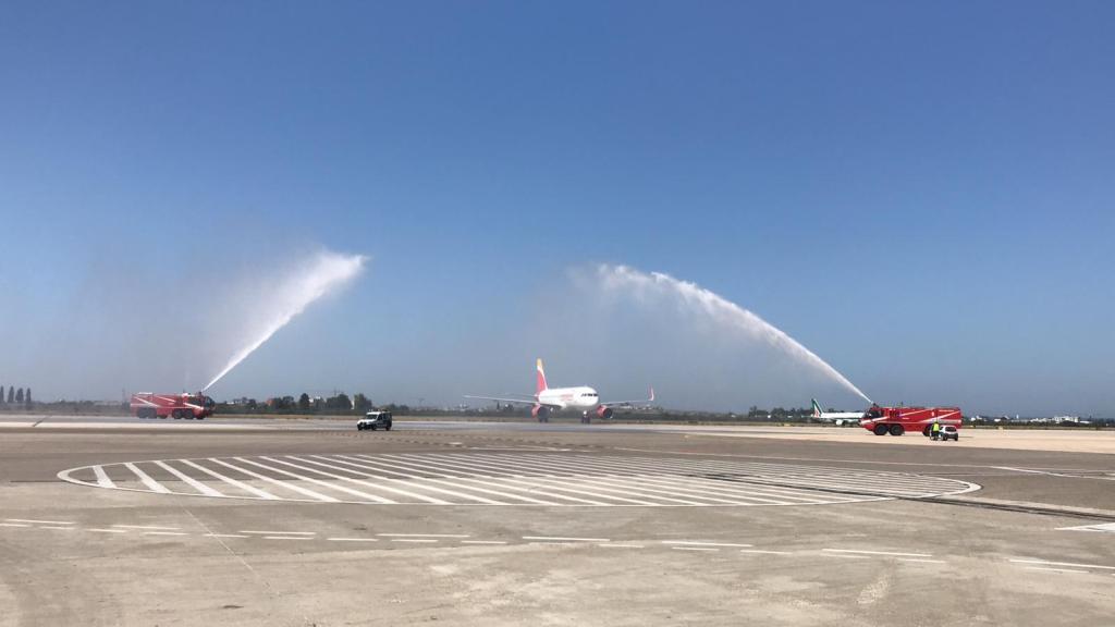 Aeroporti Puglia water cannon Iberia 2