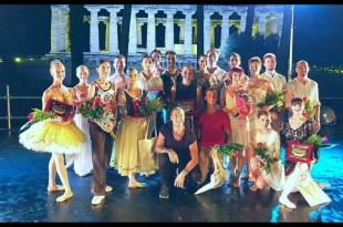 Maratona d'Estate a Paestum. Nella foto il direttore artistico Stefano Forti con Luciana Savignano ed i ballerini di Bentornati Italiani.
