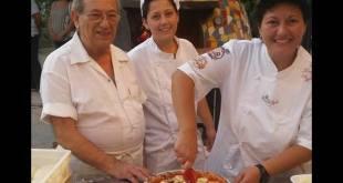 Il maestro Giovanni Gallifuoco con le figlie Lella e Linda dell'antica pizzeria Da Pasqualino e 4 classificati al Premio Pizza Margherita 2017.