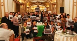 Sitin contro i botti illegali a Napoli