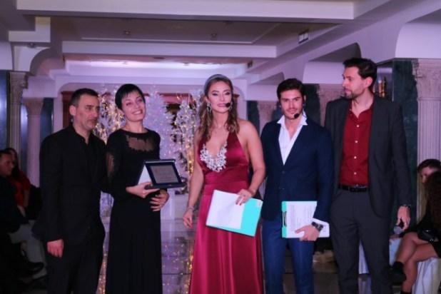 La premiazione di Julia Burduli con Alfonso Somma, Roberta Scardola, Nicola Coletta e Francesco Russo. Foto di Maurek Poggiante