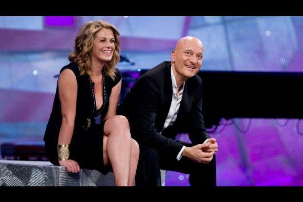 Vanessa Incontrada e Claudio Bisio a Zelig. Foto dal Web