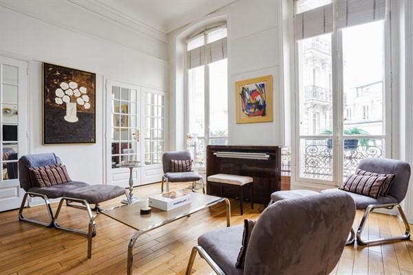 Splendido appartamento di 4 stanze sulla piazza dell