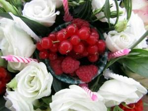 come creare una torta finta di fiori e frutti secondo L'Agenda di mamma Bea