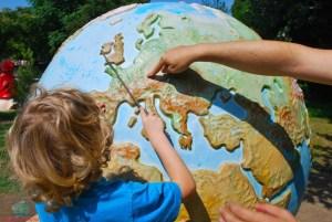 crescere un figlio cosmopolita che possa scoprire il mondo secondo L'Agenda di mamma Bea