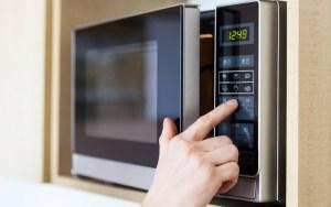 cucina sicura con microonde descritta da L'Agenda di mamma Bea