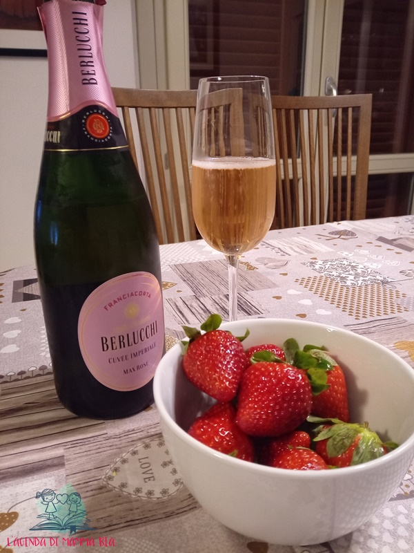 frutta al vino con le fragole de L'Agenda di mamma Bea