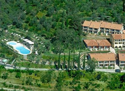 Residence Borgo degli Ulivi  Gardone  Lago di Garda