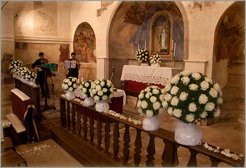 addobbi-floreali-chiesa-Madonna-di-Luzzara-Gozzano