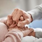 Allarme badanti, colf e baby sitter: fino a 1 milione sono senza vaccino e senza Green Pass
