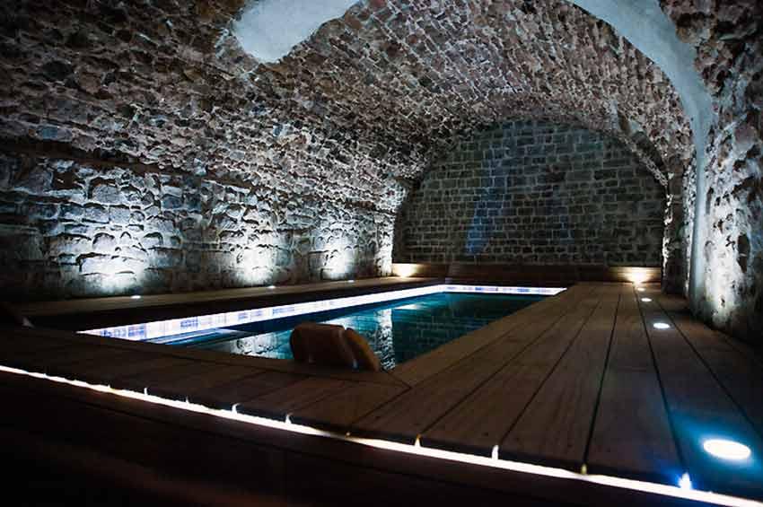 chambre dhtes avec piscine interieure jacuzzi Var Provence