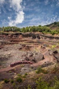 Oserez-vous embarquer pour une expédition explosive au coeur d'un vrai volcan à saint ours les roches à 10min du gîte la grange des puys