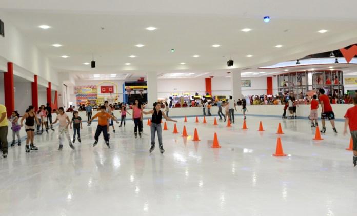 Resultado de imagen para pista de hielo gran plaza mazatlan