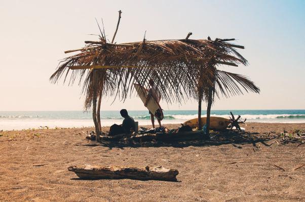 Costa Rica Rider min - Surfer dans le pays le plus écologique du monde ? Direction le Costa Rica !