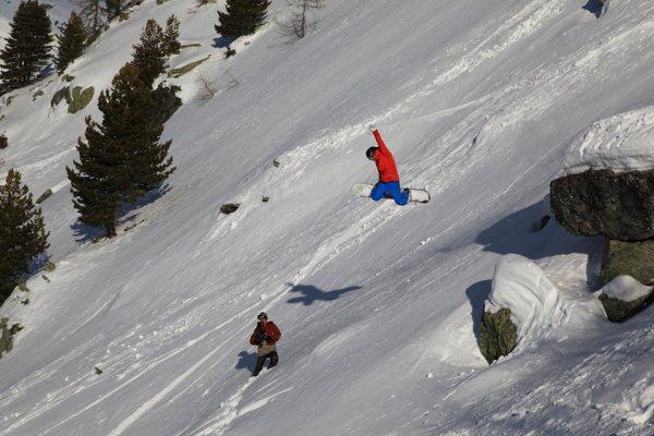 Ludwig Bianchin jump snow 600x400 - Rencontre avec Ludwig Bianchin, un snowboarder qui a du chien